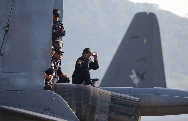 Cận cảnh dàn máy bay, tàu chiến khuấy đảo Triển lãm LIMA-2019 - Ảnh 7.