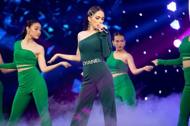 Sơn Tùng tái xuất khoe kiểu tóc mới, Hương Giang nhảy sexy - Ảnh 11.
