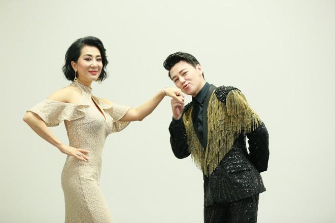 MC Phan Anh nhắng nhít vui đùa cùng Lệ Quyên, Kỳ Duyên - Ảnh 4.