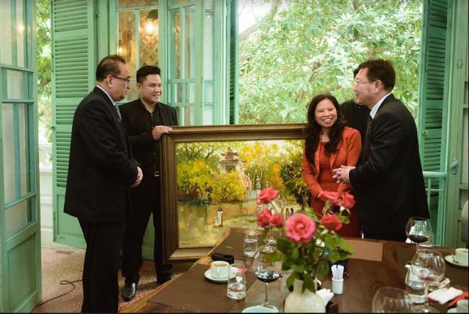 Đoàn Triều Tiên bất ngờ muốn thử mắm tép Việt Nam khi ăn trưa tại Hà Nội - Ảnh 1.