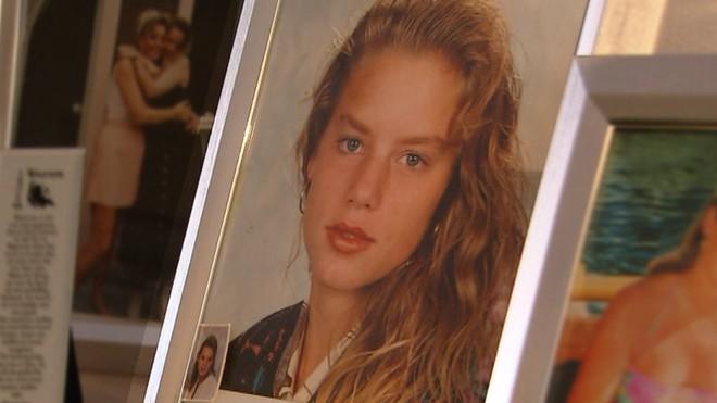 Thiếu nữ bị cưỡng bức và giết chết, anh trai kế đứng ra đầu thú giết em gái, giúp cảnh sát bắt được kẻ thú ác sau 20 năm - Ảnh 1.