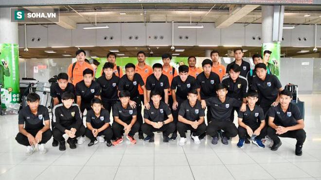 Ủ rũ ngày về nước, HLV Thái Lan thừa nhận bất lực trước U19 Việt Nam - Ảnh 1.