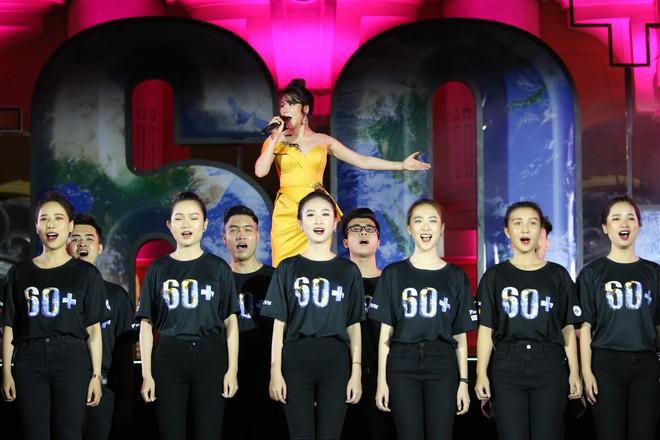 Hoa hậu HHen Niê xuất hiện xinh đẹp tại sự kiện Giờ trái đất ở Hà Nội - Ảnh 4.