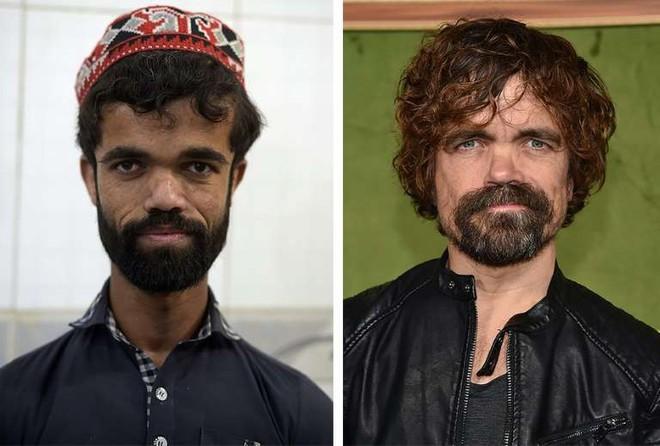 Anh bồi bàn Pakistan bất ngờ gây sốt vì có ngoại hình giống hệt tài tử 1,35 mét trong Game Of Thrones - Ảnh 1.