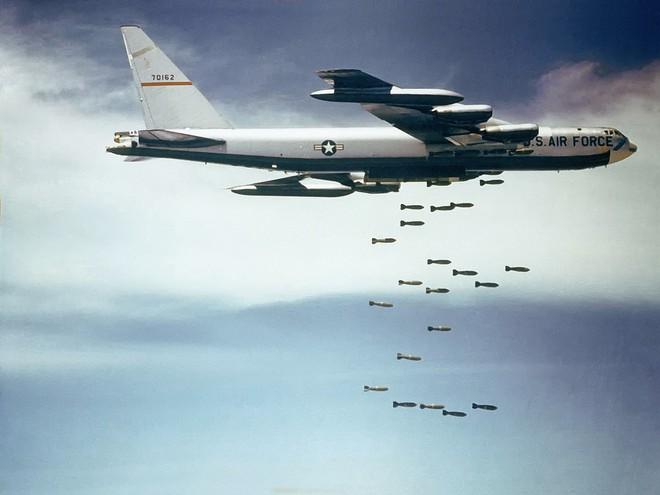Mĩ quyết tâm chống phá miền Bắc, lấy cả pháo đài bay B52 để tập kích Hà Nội - Ảnh 6.