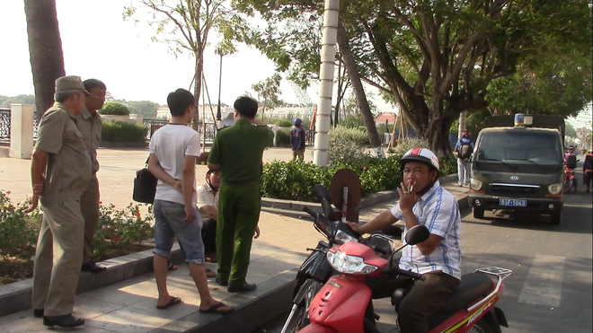 Thi thể nữ giới đang phân hủy, vùng bụng có nhiều vết đâm trôi trên sông Sài Gòn - Ảnh 1.