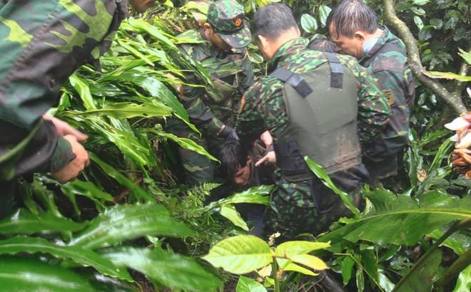 Xuyên rừng bắt 9x vận chuyển 60.000 viên ma túy đi bán