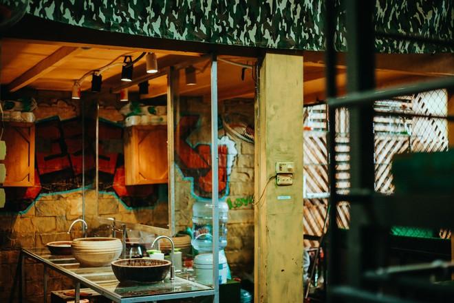 Bên trong Hostel phong cách dã chiến hút khách ngoại ở phố cổ Hà Nội - Ảnh 9.