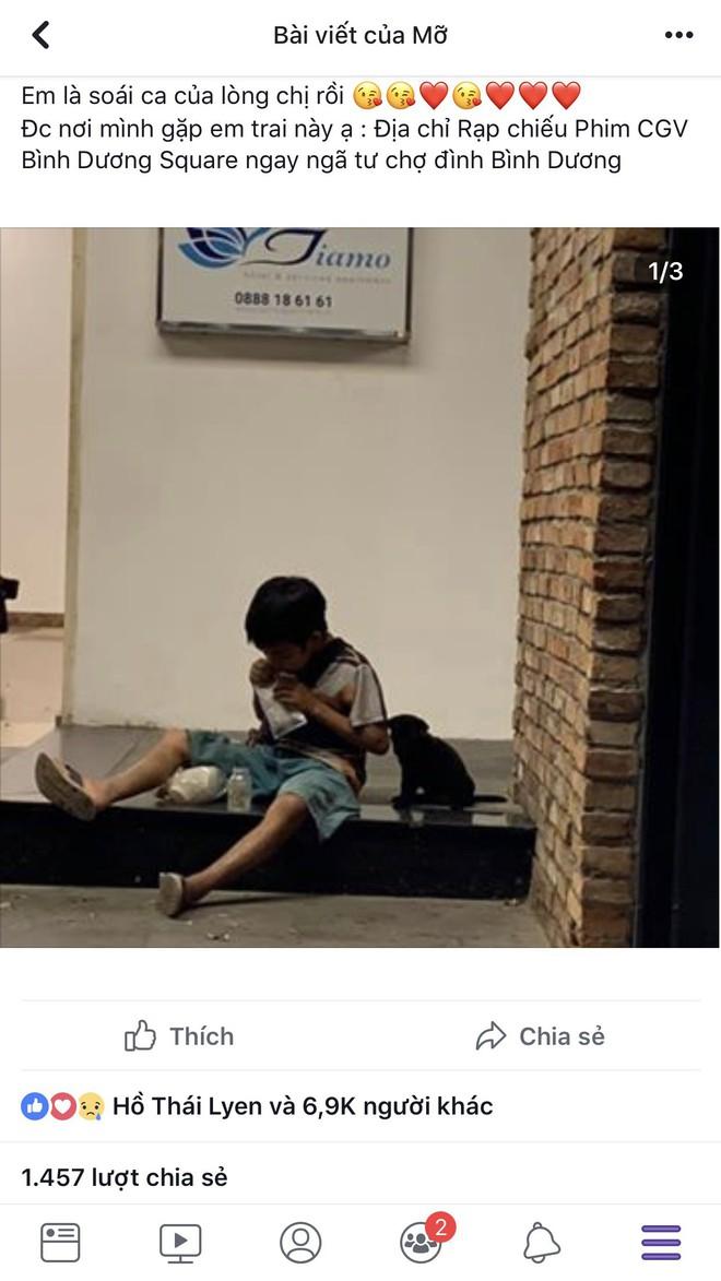 Cậu bé bán vé số chia đôi hộp sữa cho chú chó: Tiết lộ khoảnh khắc gặp gỡ đầy xúc động - Ảnh 1.