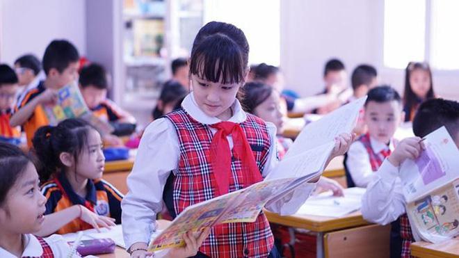 Đột nhập lớp học hai cao thủ tặng hoa Chủ tịch Kim Jong-un - Ảnh 2.