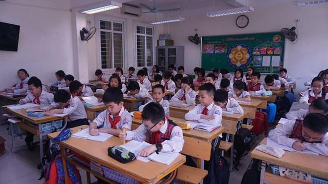 Đột nhập lớp học hai cao thủ tặng hoa Chủ tịch Kim Jong-un - Ảnh 11.