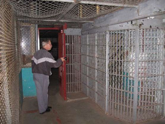 Ảnh: Rợn người những nhà tù bị bỏ hoang như trong phim kinh dị - Ảnh 12.