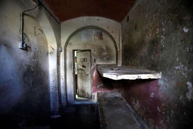 Ảnh: Rợn người những nhà tù bị bỏ hoang như trong phim kinh dị - Ảnh 15.