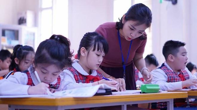 Đột nhập lớp học hai cao thủ tặng hoa Chủ tịch Kim Jong-un - Ảnh 9.