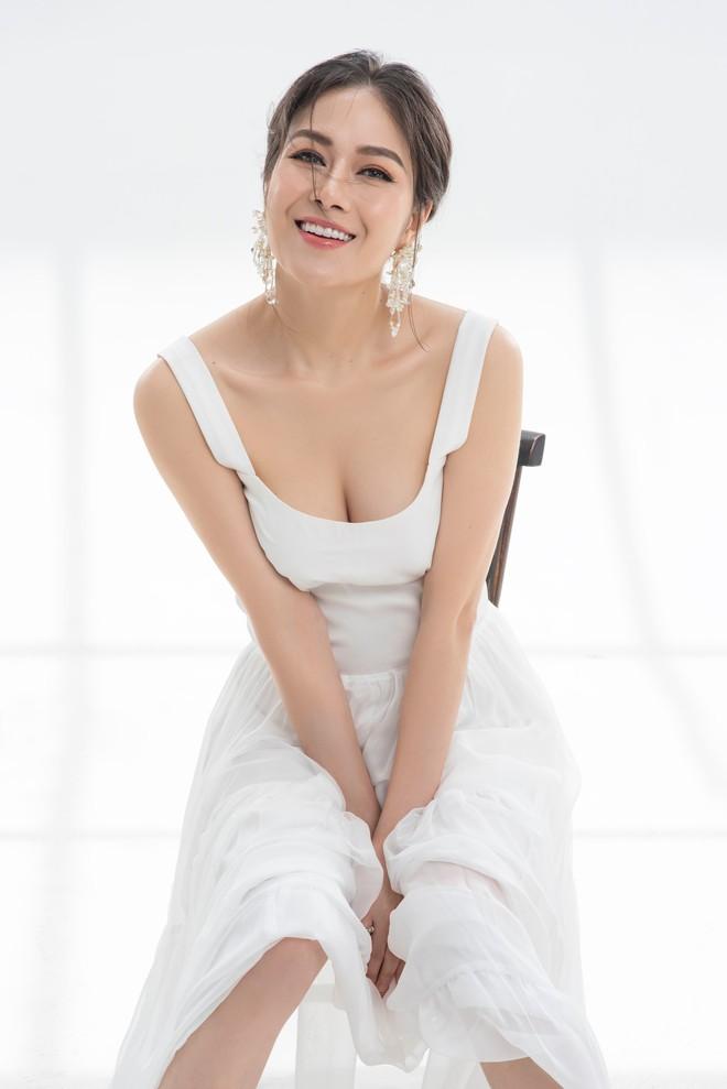 Tuyết Nga tung MV mới trước khi sang Singapore tham dự Hoa hậu Áo dài Việt - Ảnh 3.