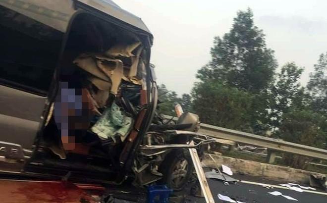 Vụ ô tô khách tông xe container làm một công an tử vong: Tài xế khai do không chú ý quan sát