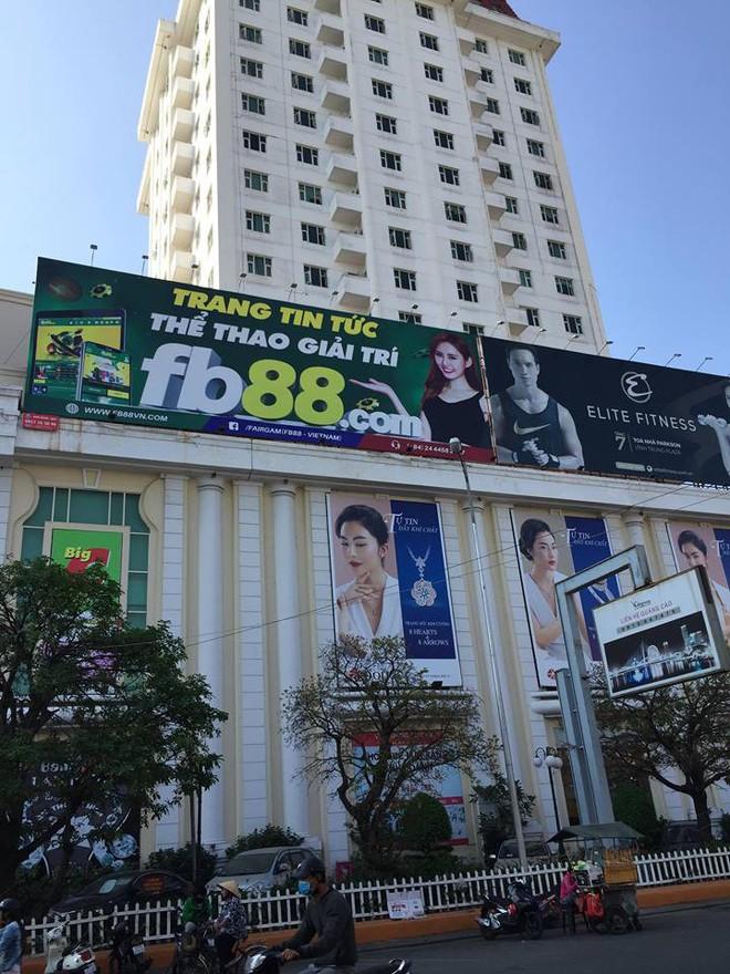 Vụ treo pano quảng cáo website đánh bạc ở TTTM Big C: Công ty quảng cáo làm chui, làm láo - Ảnh 1.
