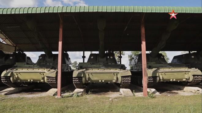 Pháo binh Lào bất ngờ tập trận với thần công 2S3 tương tự trong biên chế QĐND Việt Nam - Ảnh 1.