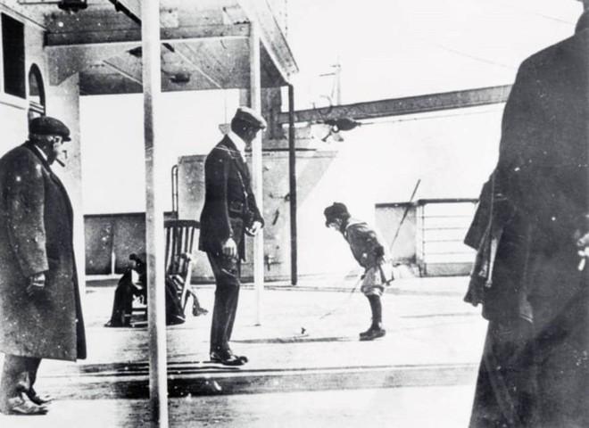 Những bức ảnh chưa từng công bố về vụ chìm tàu Titanic thảm khốc - Ảnh 4.