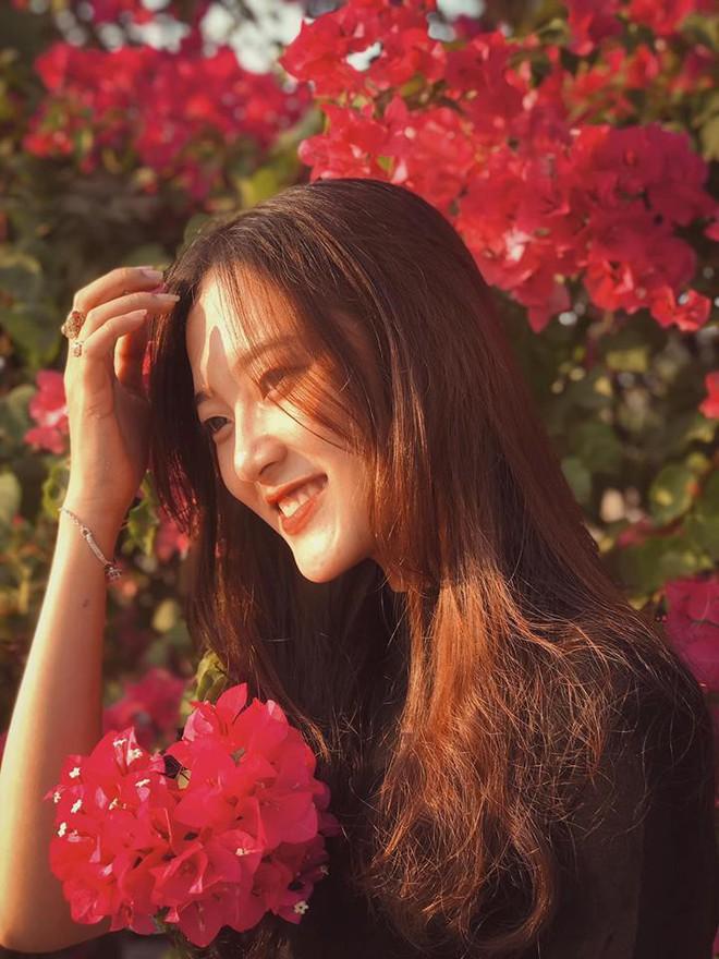 Chụp cả trăm kiểu đều đẹp, đây là giàn hoa được dân sống ảo truy lùng tại một trường đại học ở Việt Nam - Ảnh 9.