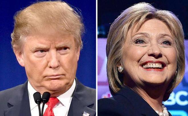 """Bà Hillary Clinton bất ngờ ghi điểm trong cuộc """"bút chiến"""" kịch tính với ông Trump"""