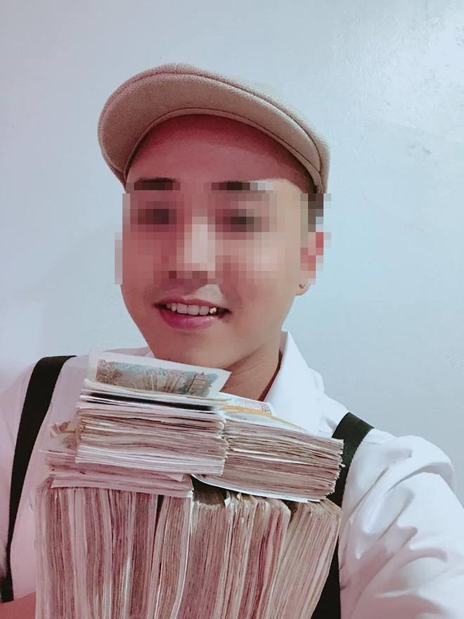 Xôn xao hình ảnh thanh niên bảnh bao đóng thùng 200 triệu đồng tiền lẻ đi gửi ngân hàng - Ảnh 4.