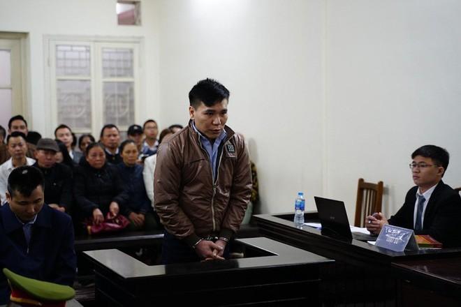 Hình ảnh ca sĩ Châu Việt Cường xuất hiện tại tòa sau 1 năm tạm giam - Ảnh 4.