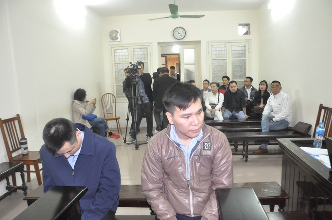 Mẹ cô gái gào khóc oán trách nam ca sỹ Châu Việt Cường tại phiên toà - Ảnh 7.
