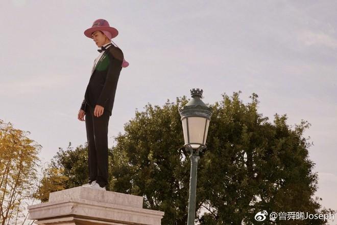 Dàn cast Tân Ỷ Thiên Đồ Long Ký 2019: Người vướng tin đồn thẩm mỹ, kẻ lộ ảnh qua đêm cùng gà cưng Triệu Lệ Dĩnh - Ảnh 3.