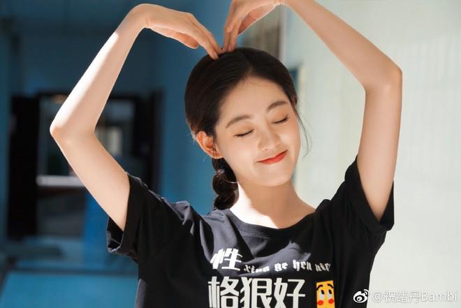 Dàn cast Tân Ỷ Thiên Đồ Long Ký 2019: Người vướng tin đồn thẩm mỹ, kẻ lộ ảnh qua đêm cùng gà cưng Triệu Lệ Dĩnh - Ảnh 27.
