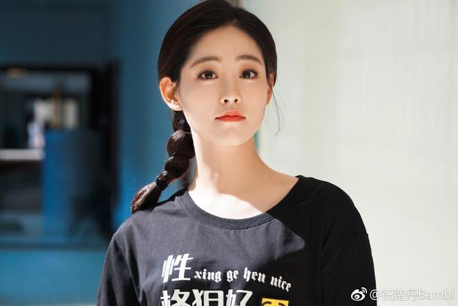 Dàn cast Tân Ỷ Thiên Đồ Long Ký 2019: Người vướng tin đồn thẩm mỹ, kẻ lộ ảnh qua đêm cùng gà cưng Triệu Lệ Dĩnh - Ảnh 28.