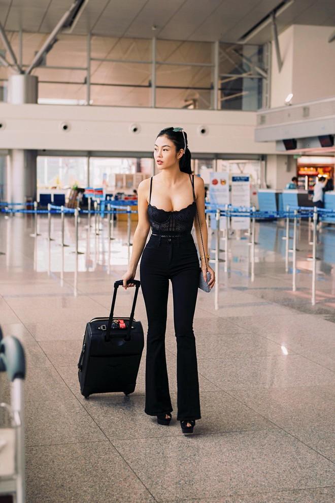 Hoa hậu kế nhiệm Ngọc Trinh gây choáng khi mặc thế này ra sân bay - Ảnh 4.