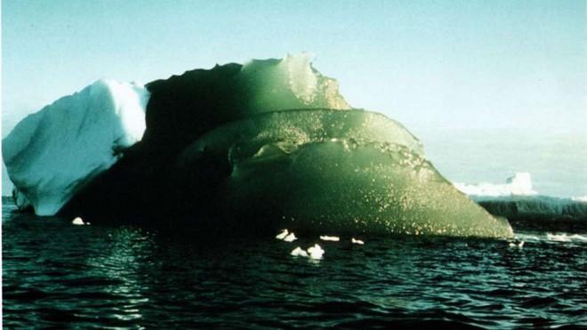 Bí ẩn tảng băng màu xanh ngọc nổi tiếng tại Nam Cực sắp có lời giải - Ảnh 1.