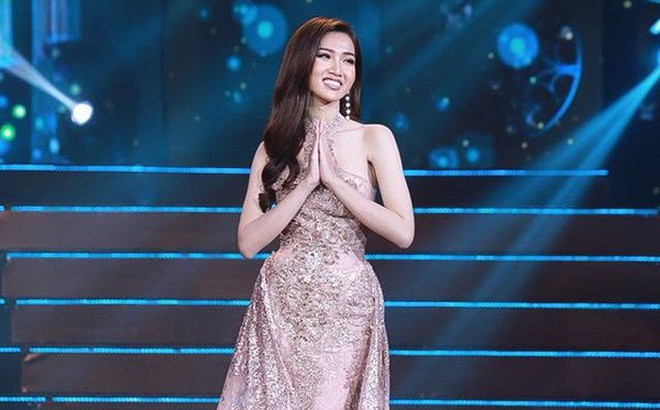 """Nhật Hà """"chặt đẹp"""" dàn thí sinh ở phần thi dạ hội tại chung kết Miss International Queen 2019"""