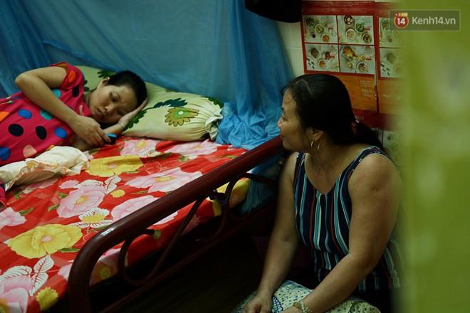 8/3 ở xóm bà bầu Sài Gòn: Những người phụ nữ gian nan đi tìm thiên chức làm mẹ và tình người trong con hẻm hy vọng - Ảnh 6.