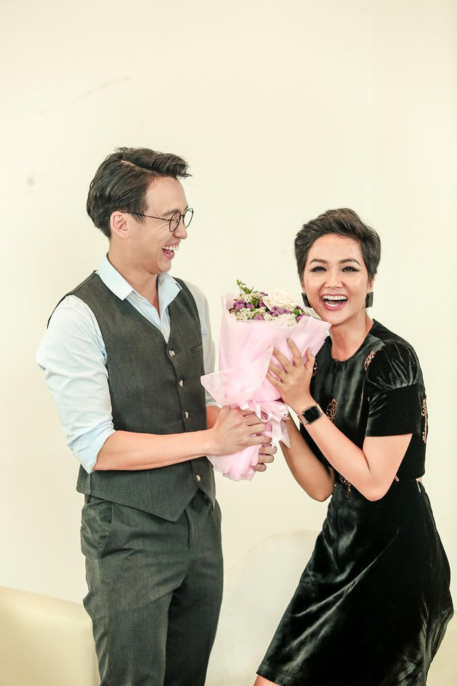 Đăng Khôi nấu ăn cho vợ, Quang Bảo ga lăng hết cỡ với H'Hen Niê trong ngày 8/3 - Ảnh 7.