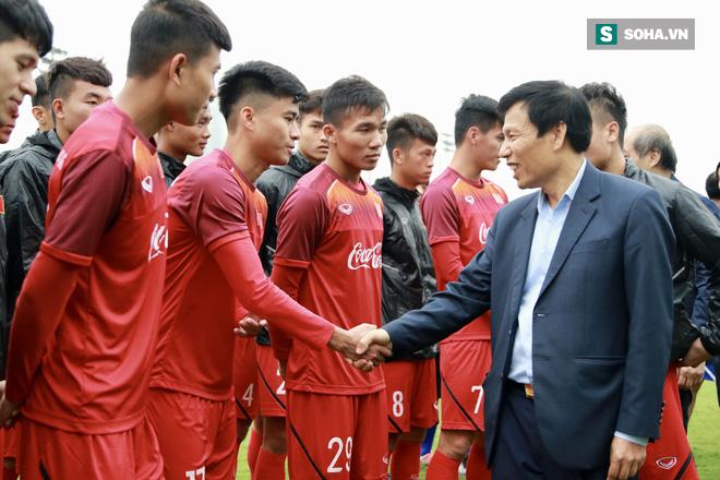 Bộ trưởng giao nhiệm vụ giật vàng SEA Games cho HLV Park Hang-seo ngay trên sân tập - Ảnh 1.