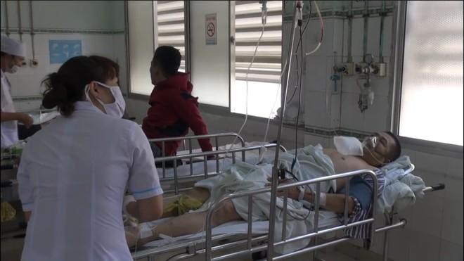 Tài xế xe khách rơi xuống vực khiến nhiều người nước ngoài nhập viện ở Phan Thiết đã tử vong - Ảnh 1.
