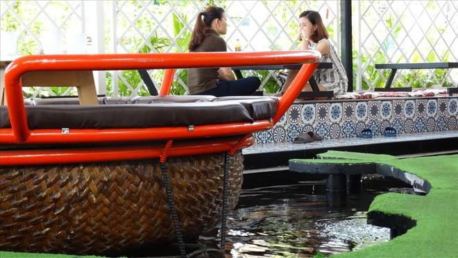 Một lần trải nghiệm ngồi thuyền thúng tại quán cà phê - Ảnh 4.