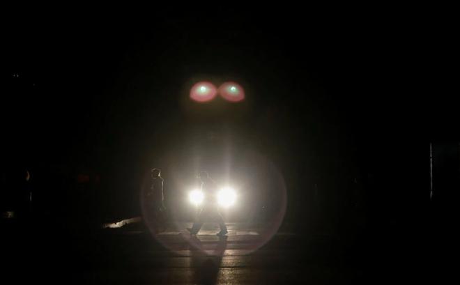 """Venezuela ngập chìm trong bóng tối, người dân bàng hoàng: """"Đêm qua thật đáng sợ"""""""