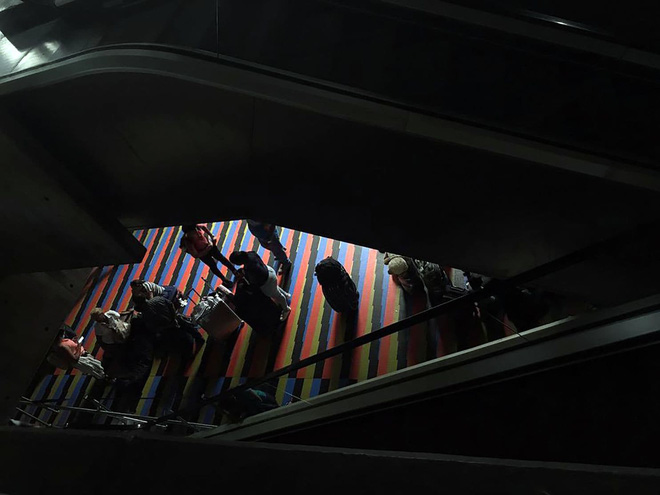 Venezuela ngập chìm trong bóng tối, người dân bàng hoàng: Đêm qua thật đáng sợ - Ảnh 7.