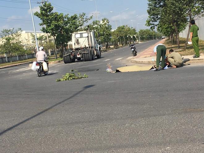 Người đàn ông bị xe container cán chết trên đường đi làm - Ảnh 1.