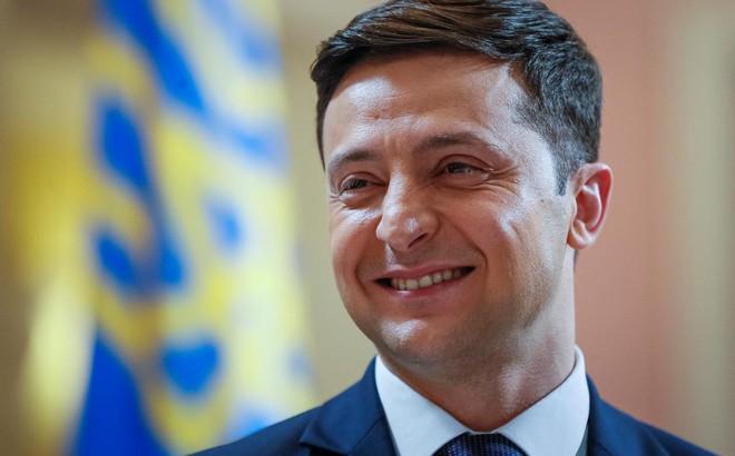 """Thăm dò ngoài phòng bỏ phiếu: Ứng viên """"danh hài"""" giành chiến thắng vòng 1 bầu cử Ukraine"""