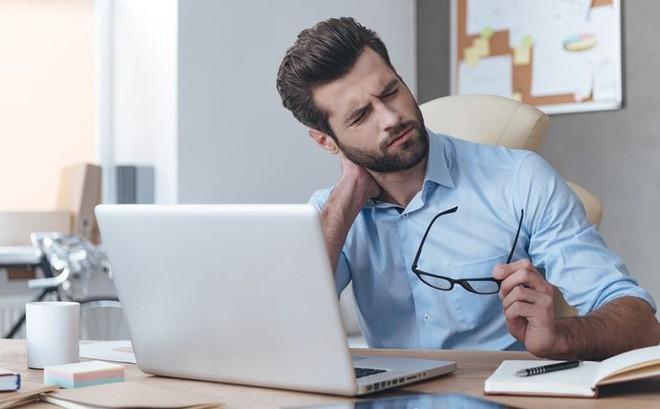 Ngồi 1 tiếng giảm 22 phút tuổi thọ: Bạn nên rèn ngay 8 thói quen này để sống lâu hơn