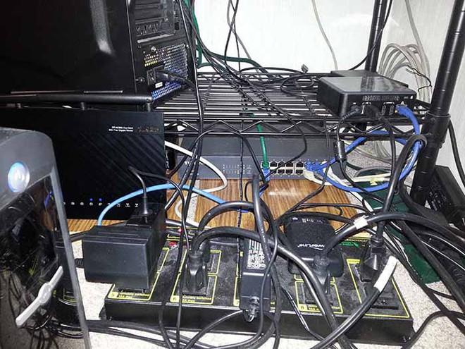 Tại sao internet đôi lúc đột ngột mất kết nối - Ảnh 2.
