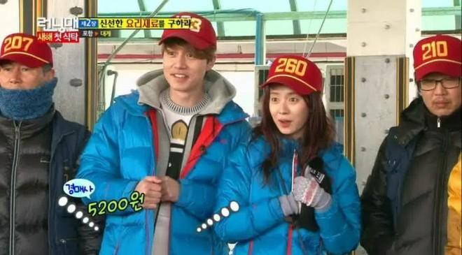 Náo loạn loạt tin tức Kbiz siêu nóng: Lee Dong Wook - Song Ji Hyo hẹn hò, lộ ảnh G-Dragon gặp Sơn Tùng trong quân ngũ - Ảnh 6.