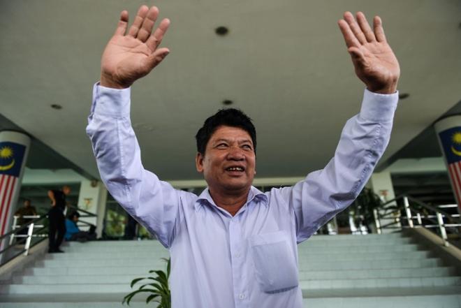 [Photo] Đoàn Thị Hương tươi cười rời tòa sau khi được giảm án - Ảnh 4.