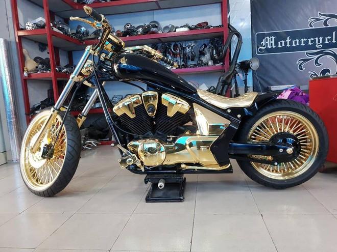 3 mô tô khủng mạ vàng 10 tỷ đồng của Phúc XO - người đeo nhiều vàng nhất Việt Nam - Ảnh 4.