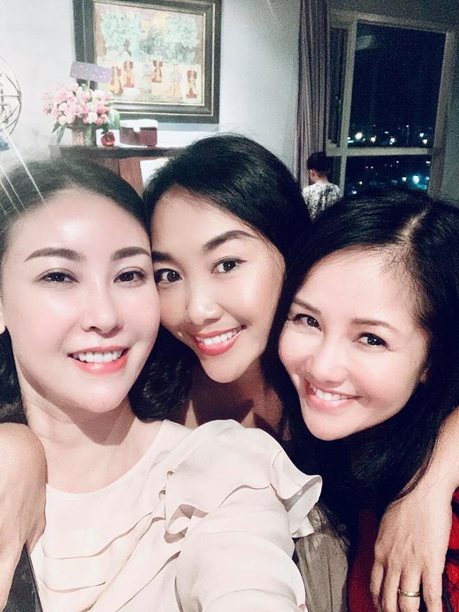 Đoan Trang động viên Hồng Nhung sau biến cố hôn nhân: Không gì có thể đánh gục được chị - Ảnh 1.