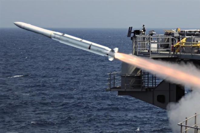 Tương lai Hải quân Mỹ: Tàu sân bay đắp chiếu, vũ khí không tương thích với khu trục hạm - Ảnh 4.